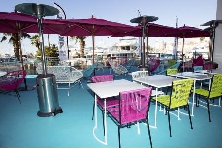location chauffage terrasse krome. Black Bedroom Furniture Sets. Home Design Ideas